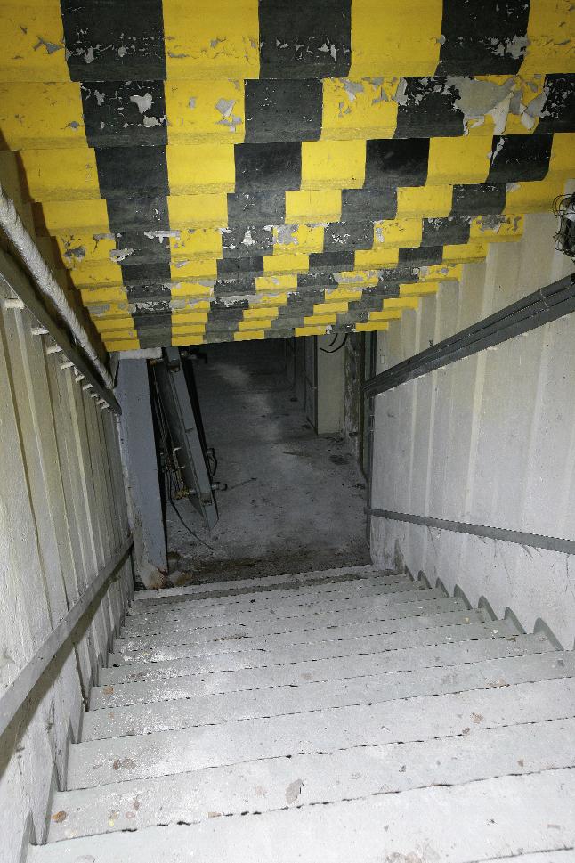 Abstieg zu einem Stasi-Bunker