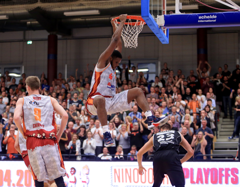 Chemnitz: Basketball-Bundesliga ProA. BV Chemnitz 99 (Niners) vs. Römerstrom Gladiators Trier. Playoffs 3. Runde Joe Lawson. Foto: Peter Zschage